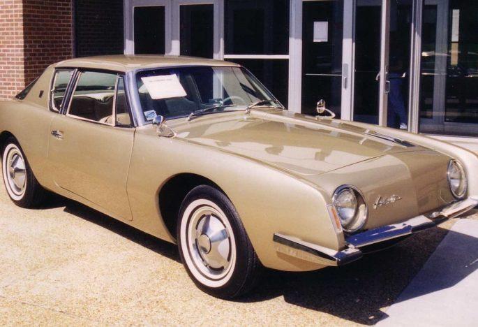 Gezocht: Studebaker Avanti of Avanti II